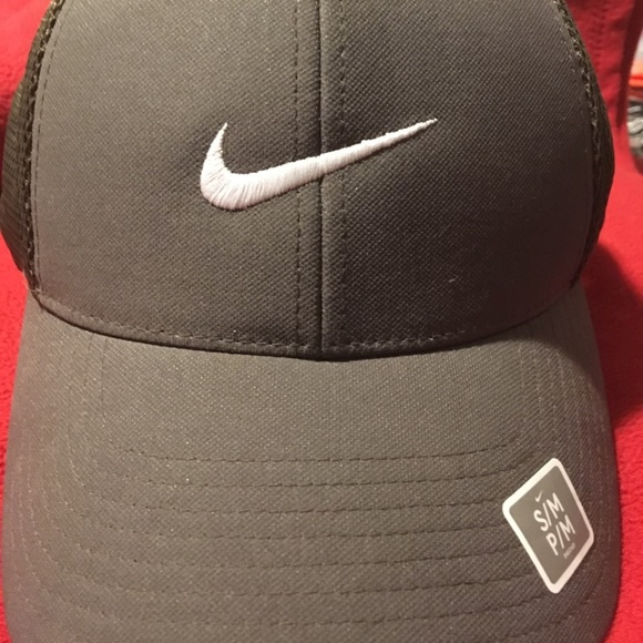Nike Other - Nike Khaki Golf Hat FlexFit Adult Unisex